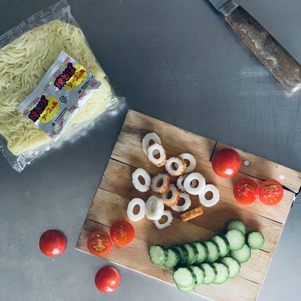 簡単「焼きそばパン」の材料