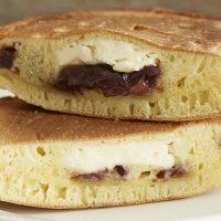 簡単変わり種レシピ!あんことクリームチーズの「ホットケーキサンド」