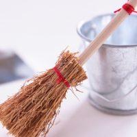 コンパクトで持ち運び◎ささっと掃除に便利な「無印良品の卓上ほうき」