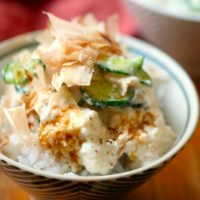 ダイエット中の鉄板レシピ!火を使わず簡単「豆腐のっけ飯」