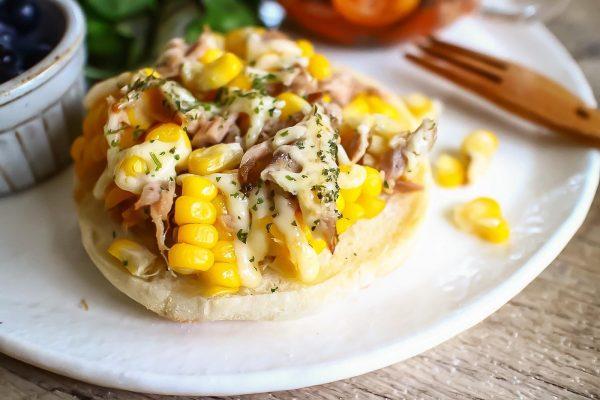何枚でも食べられそう!ラクうま「ツナコーンマヨのせトースト」 by:おがわひろこさん