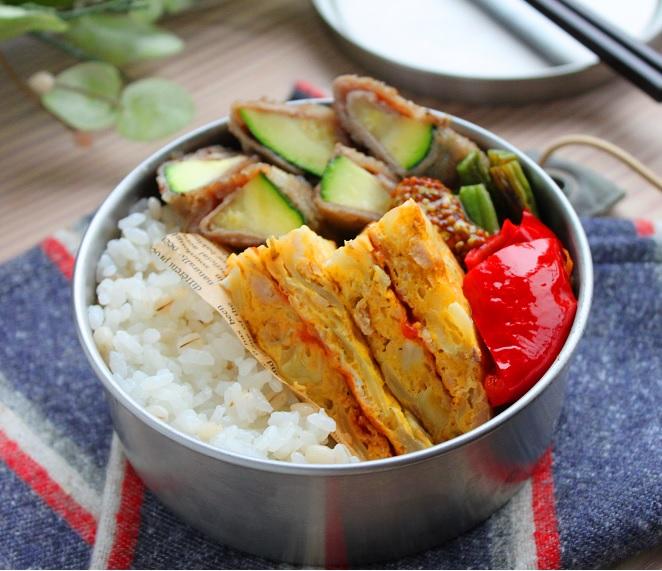 卵焼きよりずっと楽ちん♪簡単「ツナとキャベツのサンドオムレツ」のお弁当