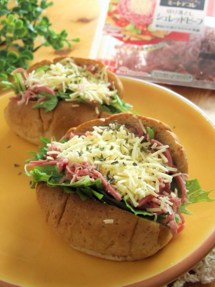 ロールパンサンド 水菜&シュレッドビーフ&チーズ by:まんまるらあてさん