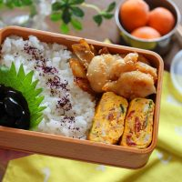 簡単具だくさんおかず!「ツナマヨと梅しその卵焼き」のお弁当