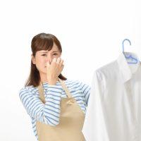 すぐに洗えないときに!「洋服のニオイ」を和らげるヒント3つ
