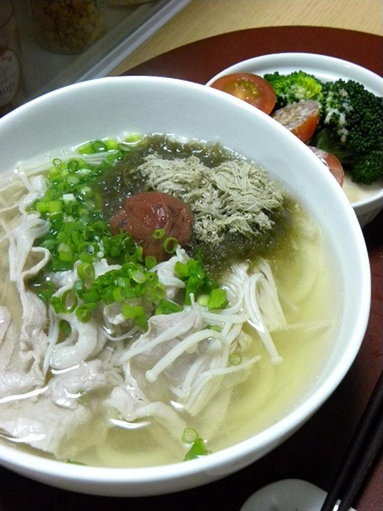 (梅干しと豚肉のさっぱりうどん by:新地亜紀さん)