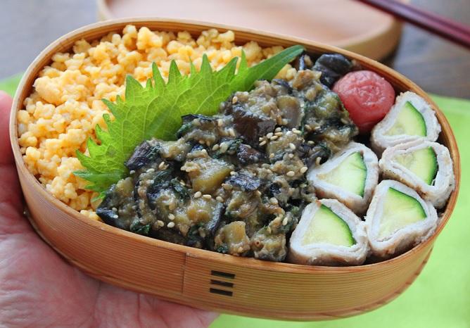 夏の定番にしたい!簡単おいしい「なすと大葉のそぼろ」のお弁当 by:料理研究家 かめ代さん