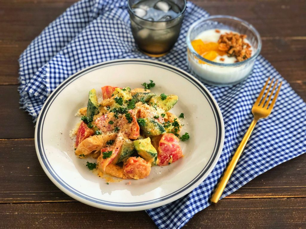 混ぜるだけで簡単!食欲のない朝に◎「夏野菜とチキンのカレーサラダ」