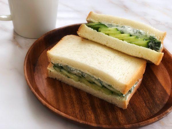 暑さが残る残暑のカラダにおすすめ!「ギリシャ風きゅうりのサンドイッチ」