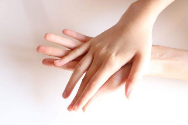 """""""ハンドベイン""""になってない?年齢が出やすい「手」を若々しく保つ方法3つ by 美容家 飯塚美香さん"""