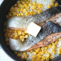 だしいらず。材料をのせて炊くだけ!簡単「鮭コーンバターごはん」