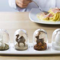 食卓に遊び心を♪実用的でおしゃれなキッチンアイテム「QUALY 調味料入れ」