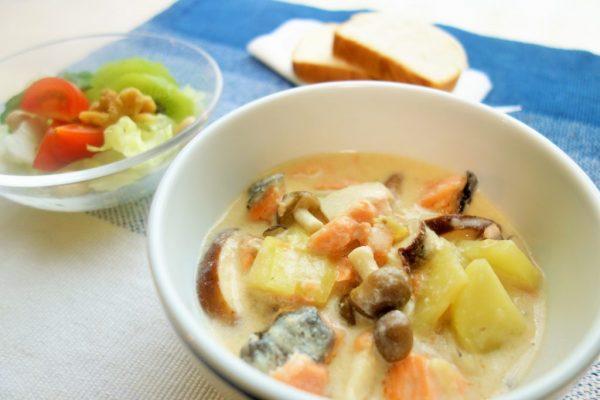 レンジで時短!味つけも簡単な「キノコと鮭の和風シチュー」 by:柳沢 紀子さん