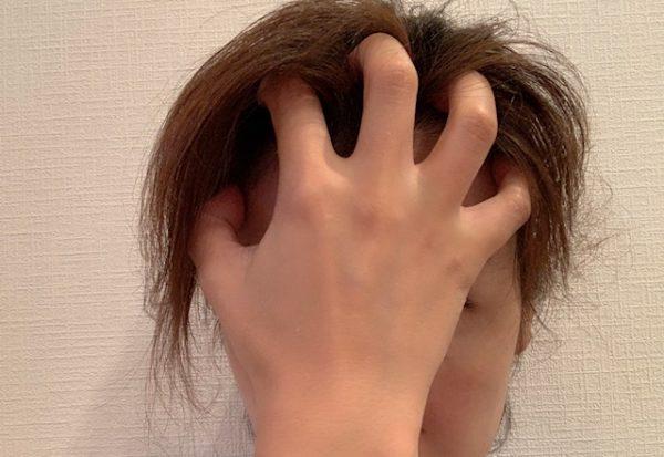 髪の毛かきあげマッサージ