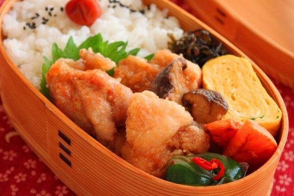 大さじ1の油でOK!簡単「揚げない唐揚げ」のお弁当 by:料理研究家 かめ代さん