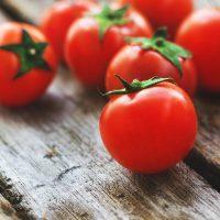 脂質がポイント!「トマト」の美肌効果を高める食べ合わせって?