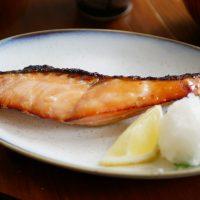 一晩漬けるだけで簡単!新米の季節に食べたい「鮭の味噌漬け」
