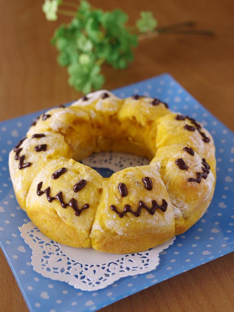(ホットケーキミックス(HM)でつくる、簡単かぼちゃの野菜ちぎりパン☆ハロウィンにも♪ by:めろんぱんママさん)