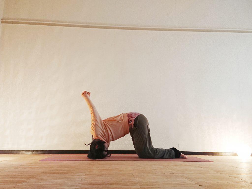 30秒で疲れ目スッキリ!肩こりも改善「うさぎのポーズ」バリエーション♪ by ヨガインストラクター kayoさん