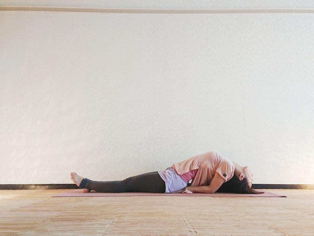 うまく眠れない夜におすすめ!呼吸が深まる安眠ヨガ「魚のポーズ」 by ヨガインストラクター kayoさん