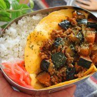 朝はスピード重視!「野菜キーマカレー」と「マヨ薄焼き卵」の2品弁当