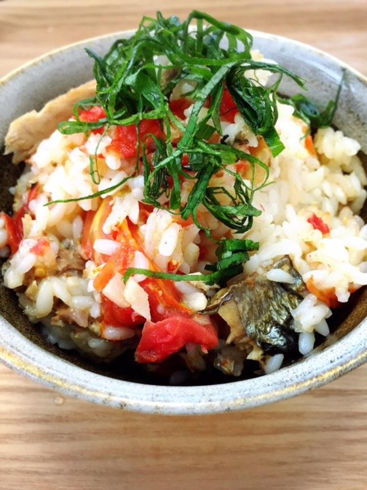 (秋刀魚とトマトの炊き込みご飯 by:食の組み合わせ薬膳料理研究家きょんちーさん)