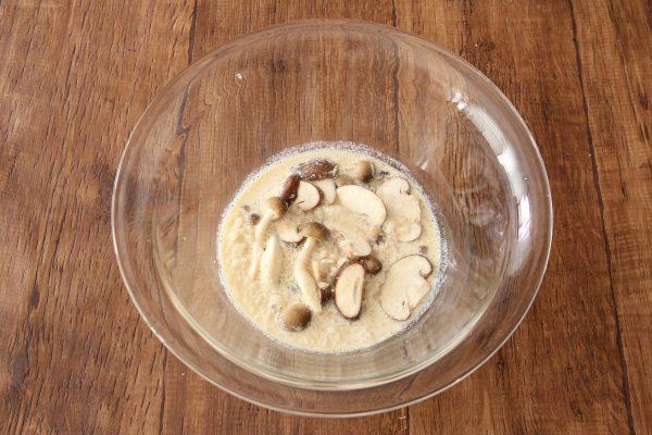 朝7分で完成!余りご飯+レンジで簡単「きのこクリームリゾット」