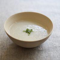 体がうるおう♪シャキとろ食感がおいしい「れんこんと長ネギのスープ」