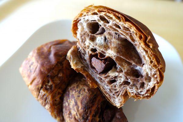 「大麦のチョコクロワッサン」