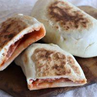 発酵不要!朝30分で簡単♪とろ~りチーズの包み焼きピザ「カルツォーネ」
