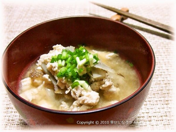 (出汁いらず!鶏ごぼうとくずし豆腐のお味噌汁by:luneさん)
