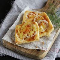 簡単&低糖質!サクサク香ばしい「れんこんと桜えびの油揚げピザ」
