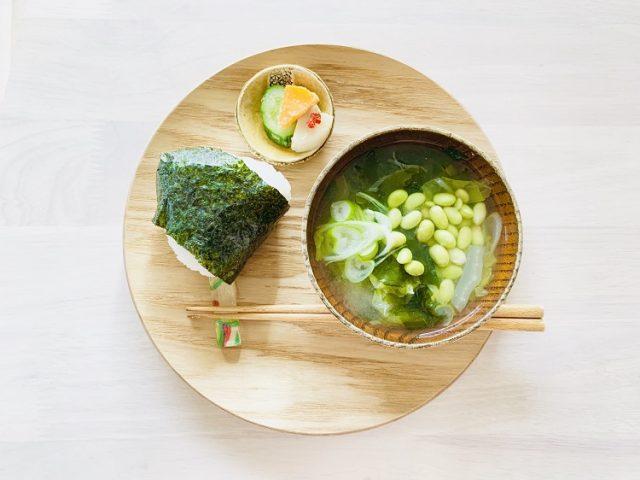 温活しながらむくみケア♪お手軽「白菜とわかめのしょうが味噌汁」レシピ