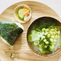 温活しながらむくみケア♪お手軽「白菜とわかめの生姜味噌汁」レシピ