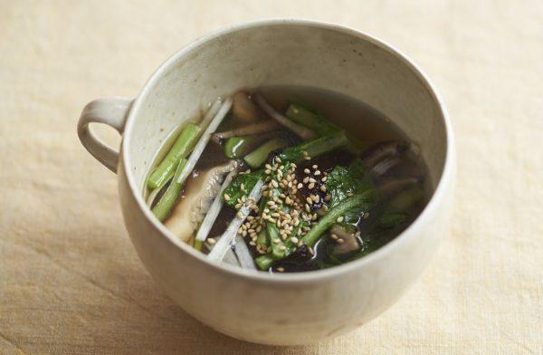 腸活+温活に◎心と体をととのえる優等生ベジ「小松菜の中華スープ」