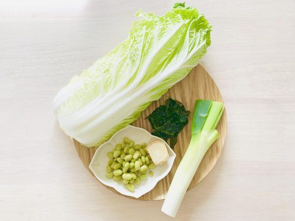 「白菜、わかめと枝豆の生姜入り味噌汁」の材料