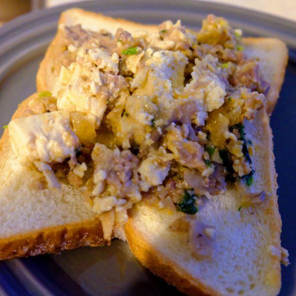 残り物をのせるだけ!簡単リメイク「麻婆豆腐トースト」