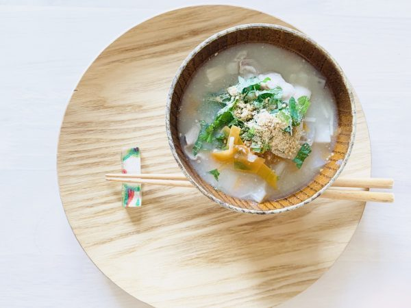体の中からうるツヤ♪乾燥肌を改善する「根菜と豚肉の白ごま味噌汁」