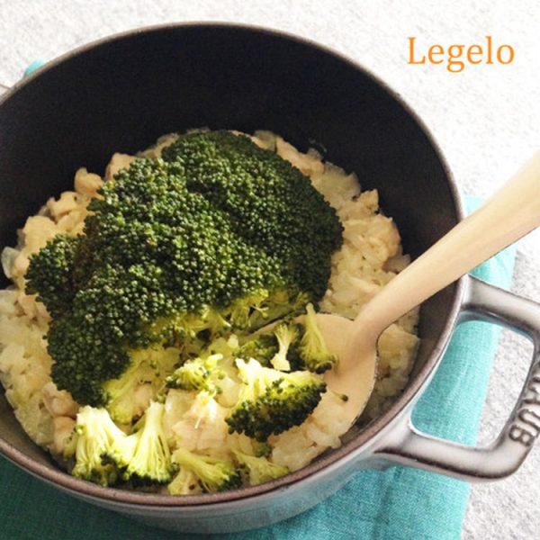 ホロホロくずれるブロッコリーと鶏ささみの炊き込みピラフ  by?:Legeloさん)