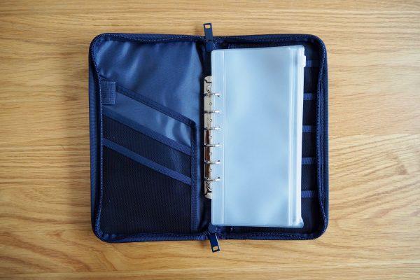 クリアポケットが便利な「無印良品のパスポートケース」