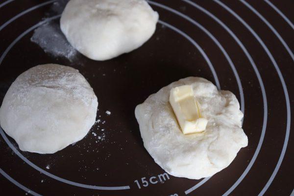おもちが大変身!モチモチ&カリじゅわ~が簡単「バターミルクもちパン」