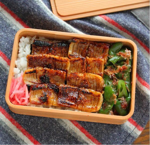 肉も魚もない朝に!「ちくわのかば焼き丼」「ピーマンおかか」の2品弁当