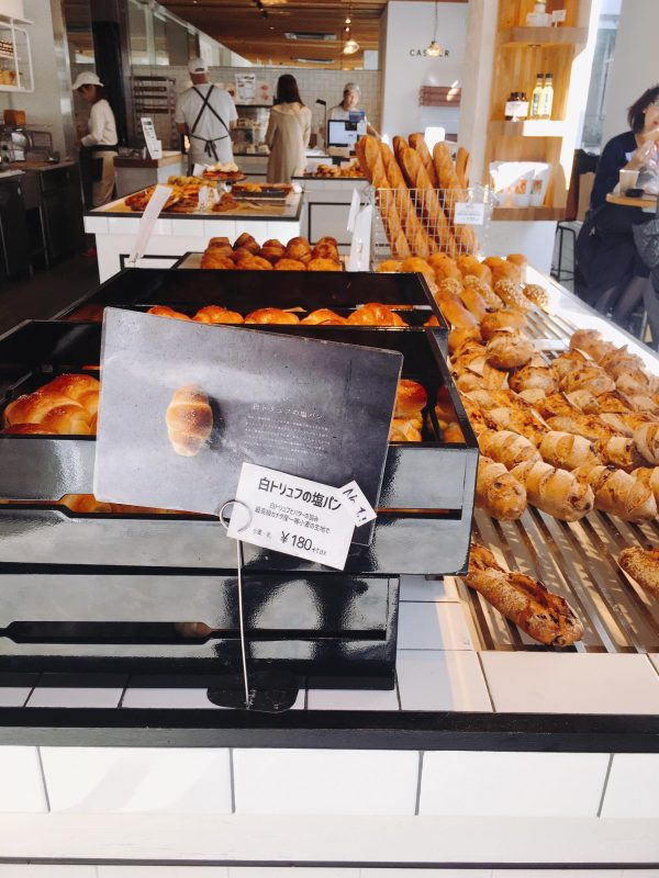三軒茶屋のトリュフベーカリーの白トリュフの塩パン