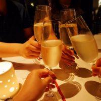 忘年会の「乾杯!」は英語でどう言う?