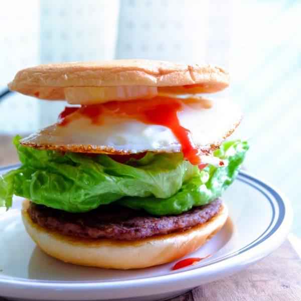 一回作って二度おいしい!手軽にリメイク「トーストでハンバーガー」