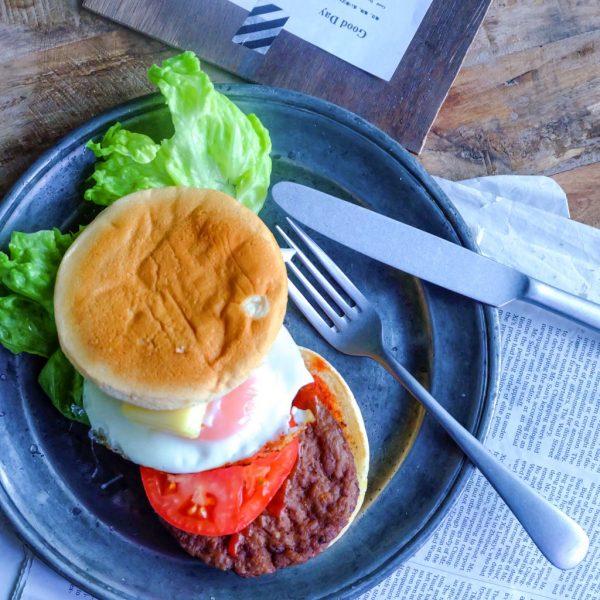 1度の調理で2度おいしい♪お手軽リメイク「トーストハンバーガー」