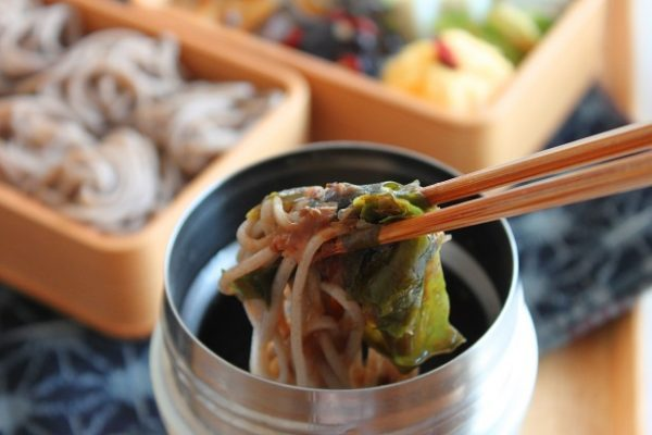 スープジャーで簡単ほかほか!あったか出汁の「そば弁当」 by :料理研究家 かめ代さん