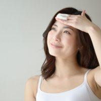 肌のゴワゴワ・乾燥をオフ!朝の助っ人アイテム「ふき取り化粧水」の使い方