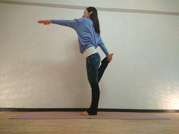 背中引き締め&ヒップアップ!イスを使わない「舞踏王1のポーズ」バリエーション