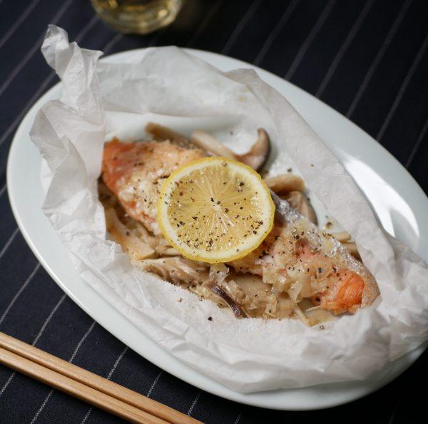 レンジ一発で時短カンタン!ねぎダレが絶品「鮭の包み蒸し」